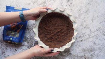 chocolate pie crust in a white pie plate