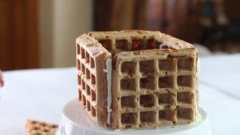 gingerbread chaffle house walls