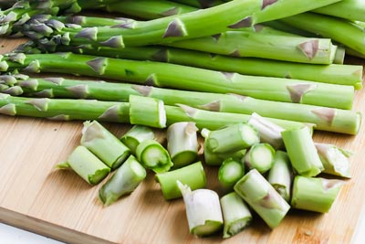 asparagus spears with the ends cut off
