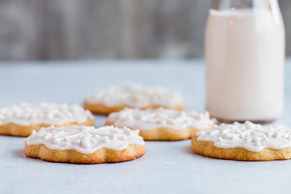 keto sugar cookies with milk